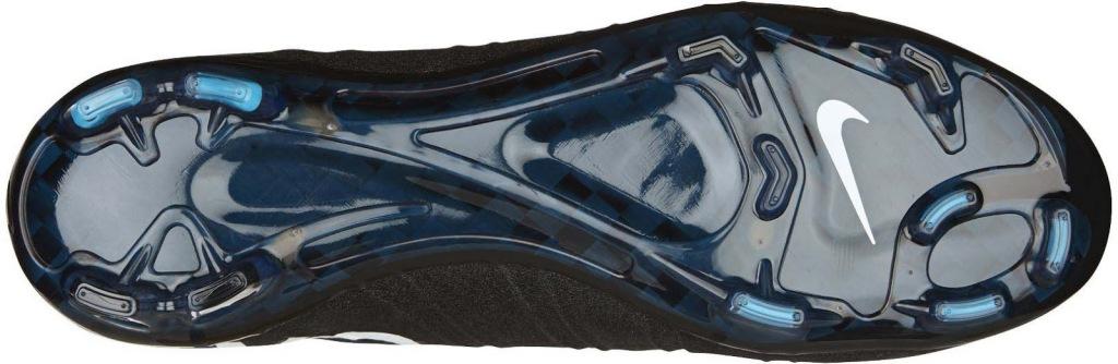 O solado da chuteira Nike Mercurial Superfly CR7 Gala com travas em duas cores