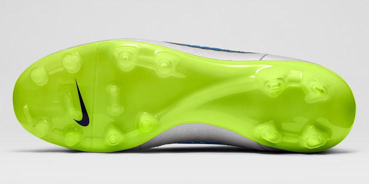 Detalhe do solado da nova chuteira Nike Tiempo Nike branca
