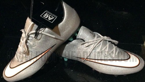 A nova chuteira Nike Mercurial prateada do Cristiano Ronaldo