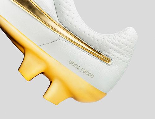 Chuteira Nike Tiempo Ronaldinho Touch of Gold